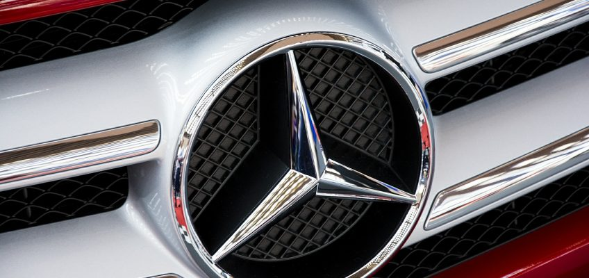 ¿Sabes qué significa el logo de Mercedes? Te lo contamos.