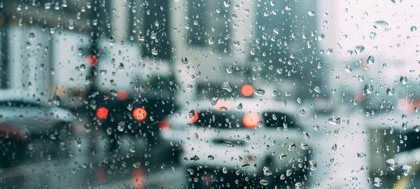 Breves consejos para conducir bajo la lluvia esta Semana Santa