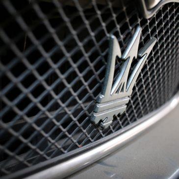 ¿Sabes qué significa el logo de Maserati? Te contamos algunos secretos de la mítica marca.